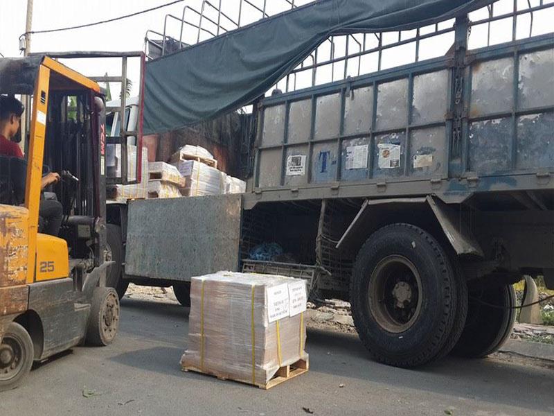 Kết quả hình ảnh cho hình ảnh bãi xe tải chở hàng